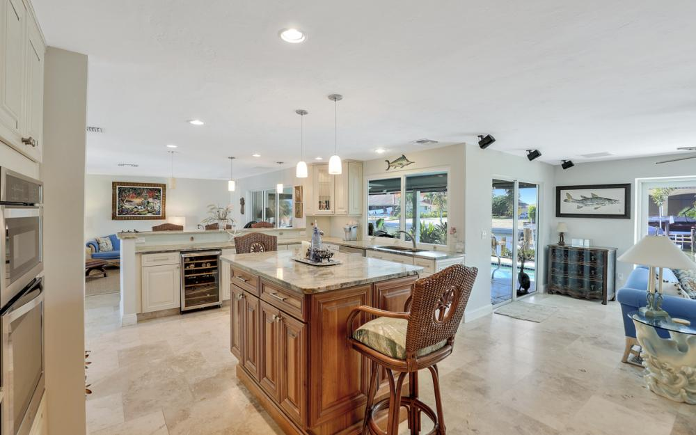 1784 Wavecrest Ct, Marco Island - Home For Sale 1888983663