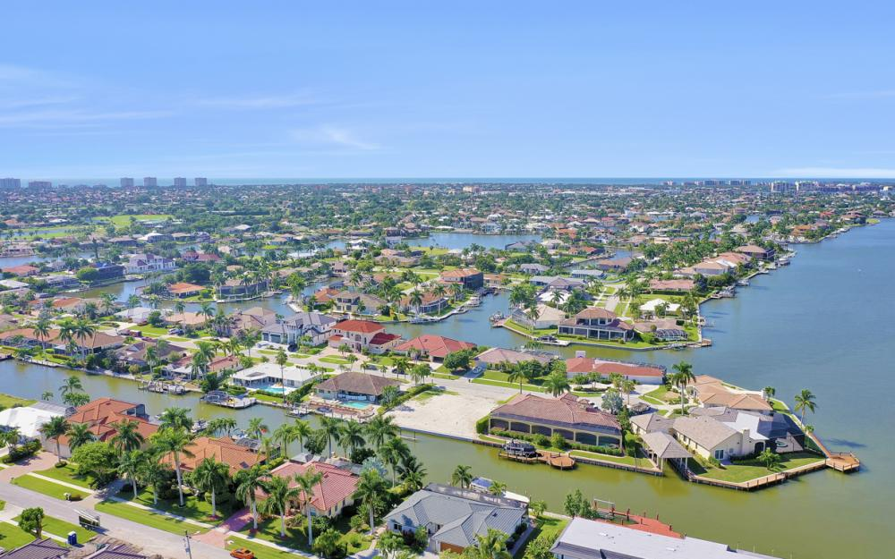 1784 Wavecrest Ct, Marco Island - Home For Sale 1041367291