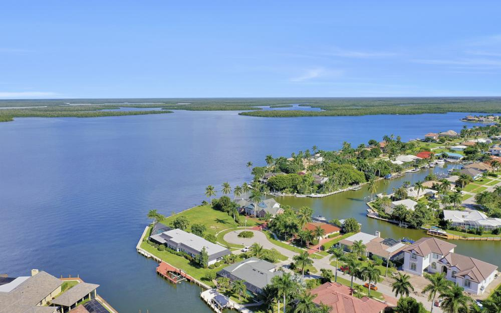 1784 Wavecrest Ct, Marco Island - Home For Sale 165501795