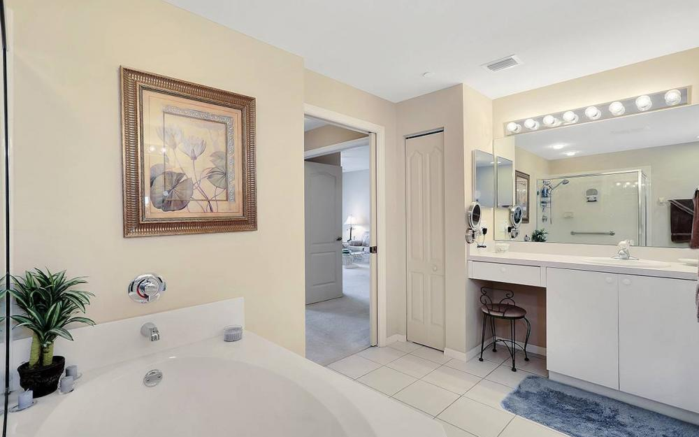 14815 Laguna Dr #402, Fort Myers - House For Sale 84596490