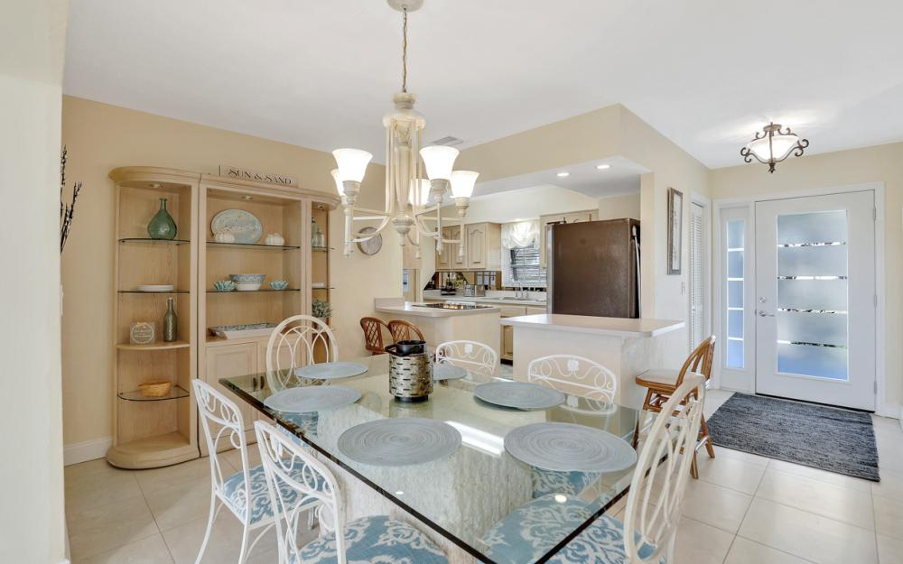 805 Saturn Ct, Marco Island - Vacation Rental 772689081