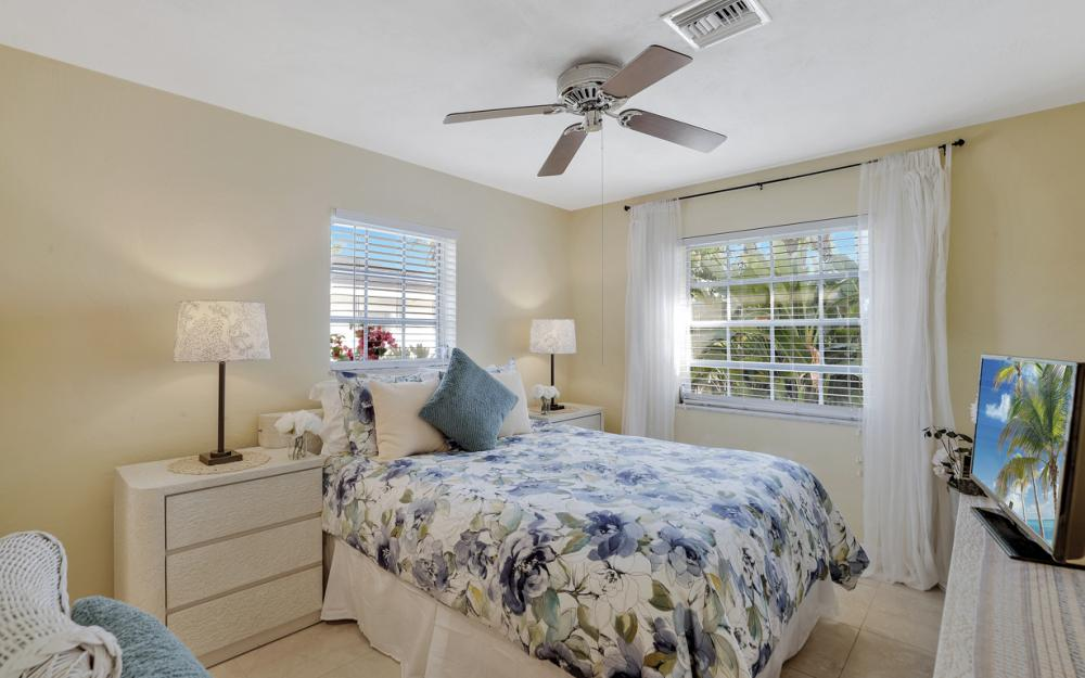 805 Saturn Ct, Marco Island - Vacation Rental 1168923833