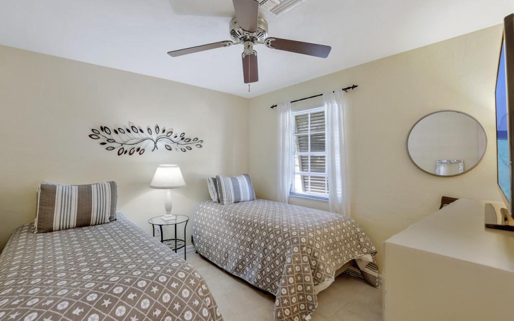 805 Saturn Ct, Marco Island - Vacation Rental 681022101