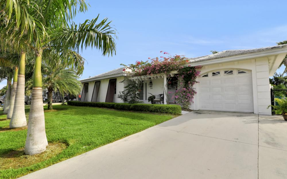 805 Saturn Ct, Marco Island - Vacation Rental 1132597986