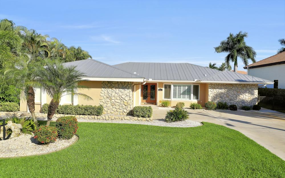 469 Bayshore Dr, Cape Coral - Home For Sale 132613992