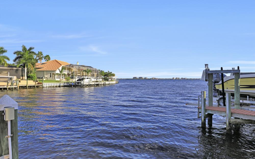 469 Bayshore Dr, Cape Coral - Home For Sale 746082941