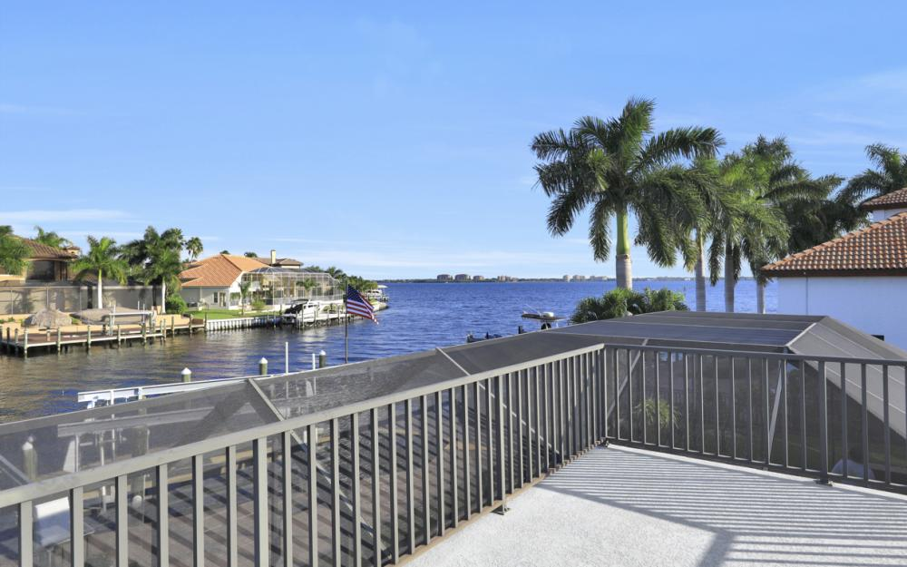 469 Bayshore Dr, Cape Coral - Home For Sale 1960891107