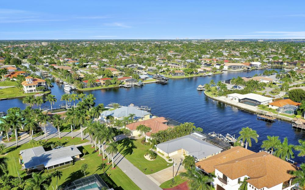 469 Bayshore Dr, Cape Coral - Home For Sale 817660761
