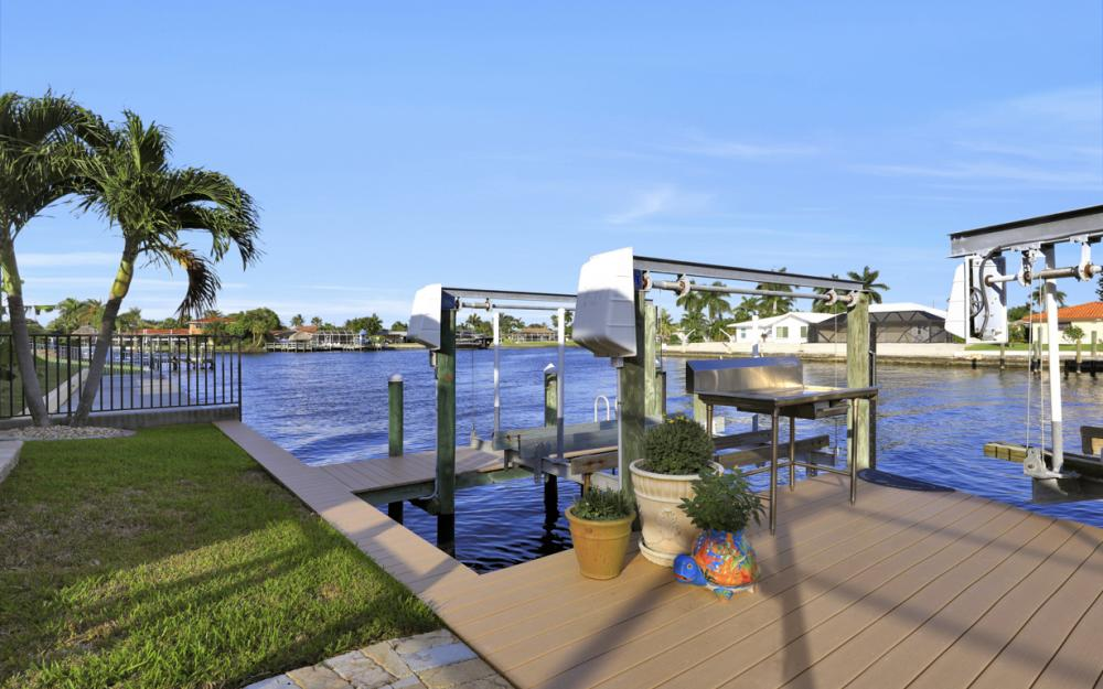 469 Bayshore Dr, Cape Coral - Home For Sale 1070963270
