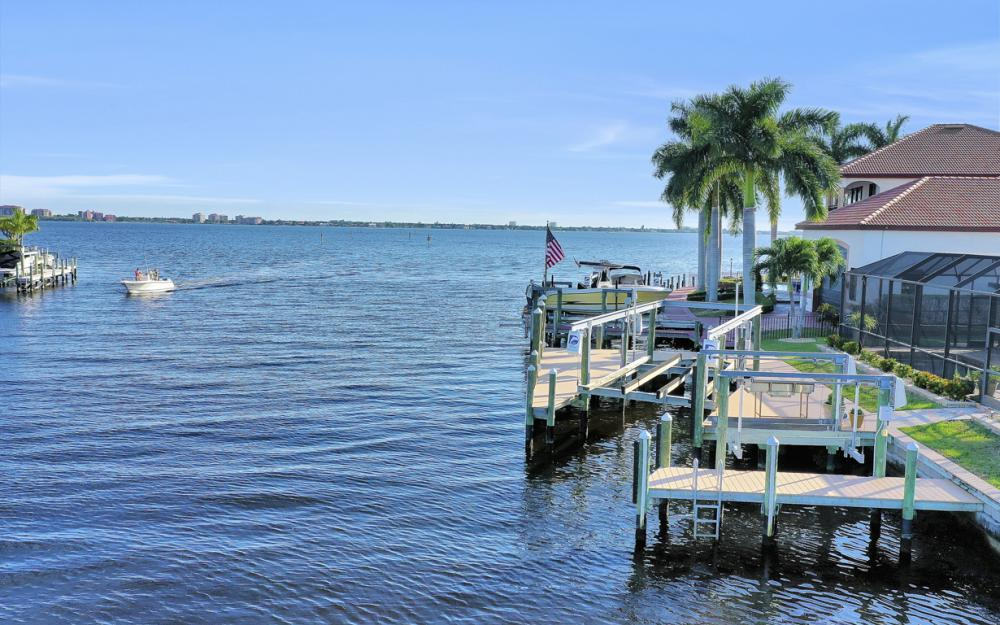 469 Bayshore Dr, Cape Coral - Home For Sale 845889984