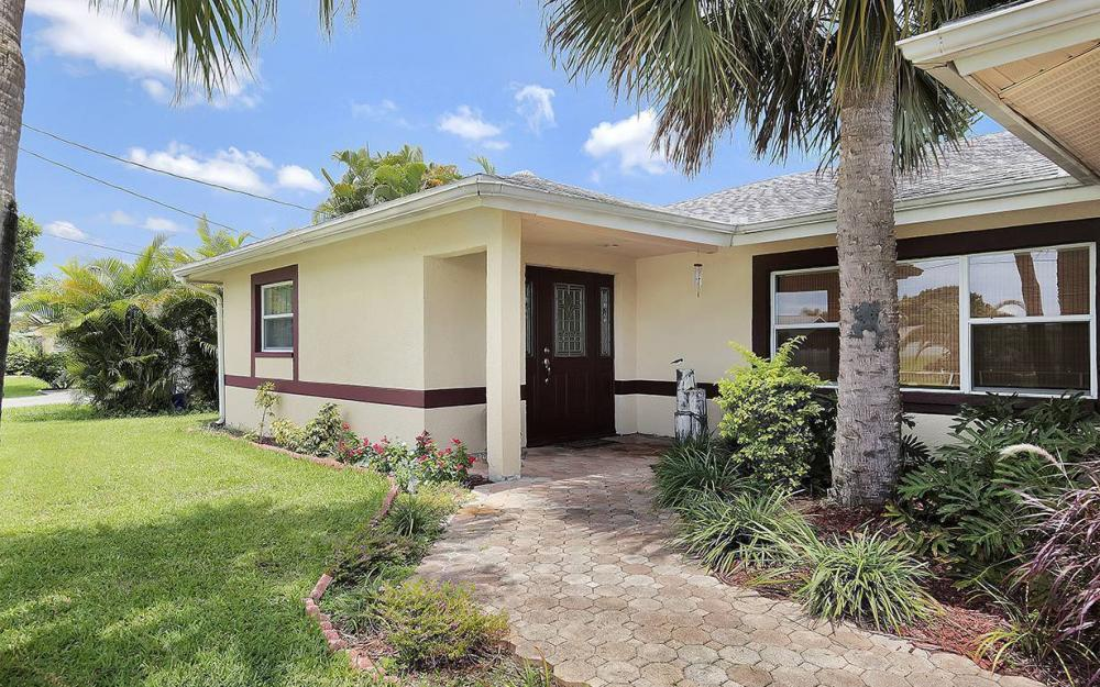 1027 SE 18th Ave, Cape Coral - House For Sale 500736934