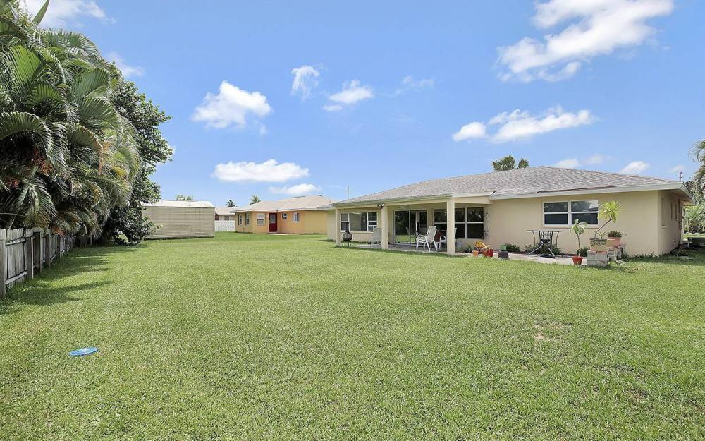 1027 SE 18th Ave, Cape Coral - House For Sale 239579439