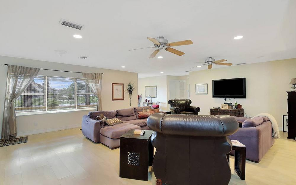 1027 SE 18th Ave, Cape Coral - House For Sale 34611937