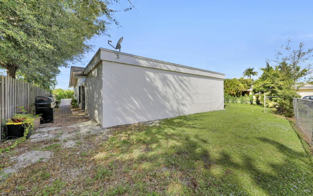 1204 Lake Shore Pl, Naples - Home For Sale 3430275
