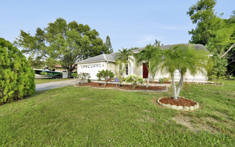 3003 SW 9th Ave Cape Coral - Home For Sale 2032867079
