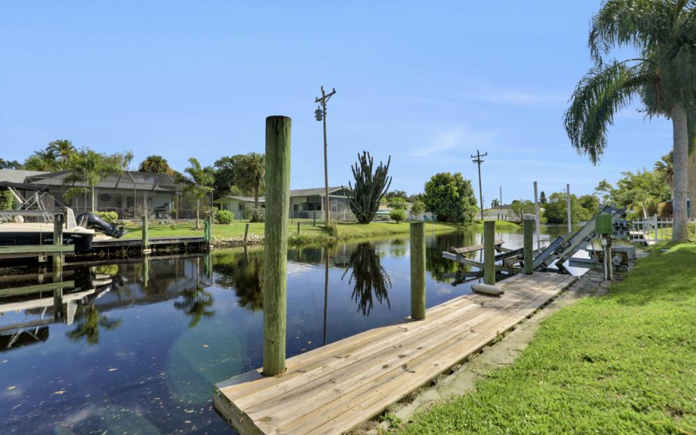 2318 Westwood Rd, North Fort Myers - Home For Sale 2036493266
