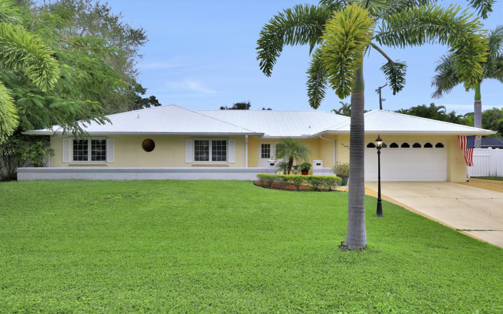 1081 N Town and River Dr, Fort Myers - Home For Sale 825121820