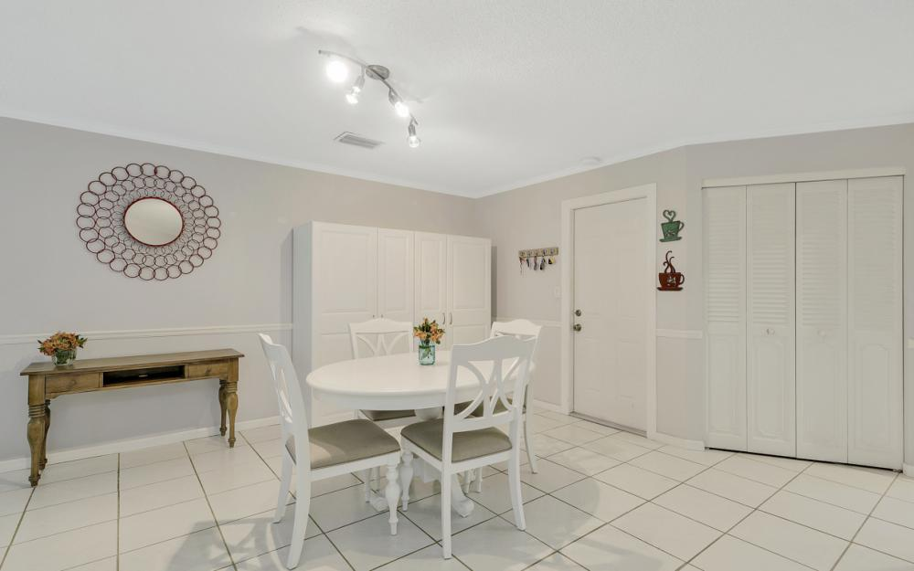 1081 N Town and River Dr, Fort Myers - Home For Sale 2136220995