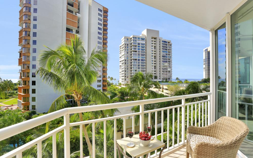 4255 Gulf Shore Blvd N #305, Naples - Home For Sale 532584303