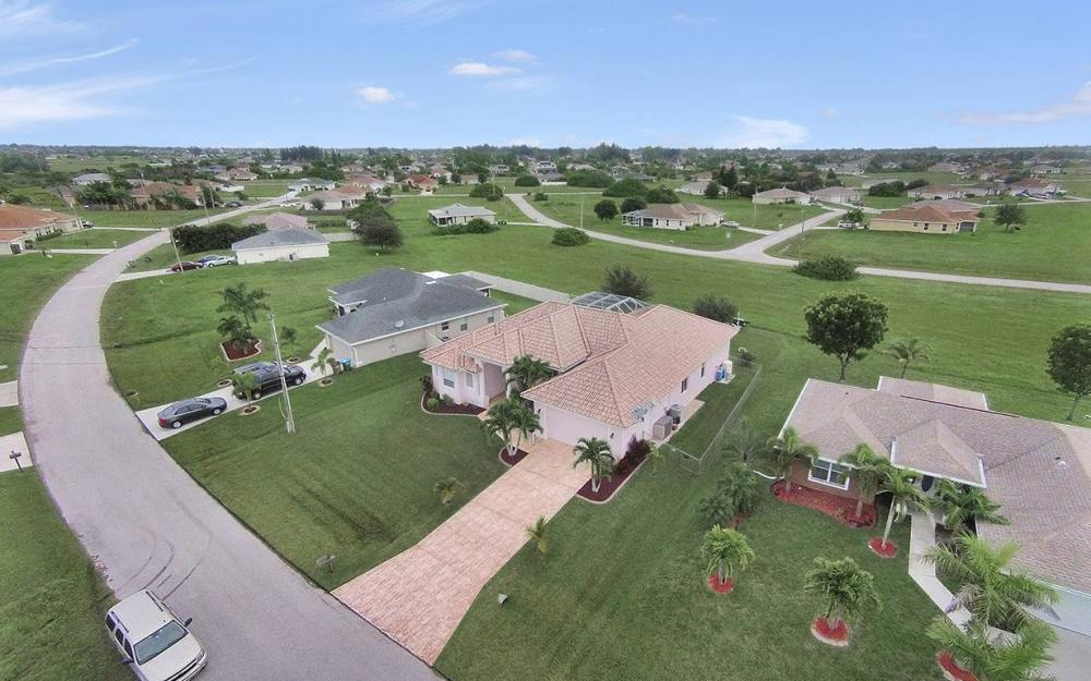 209 NW 29th Ave, Cape Coral - House For Sale 733125