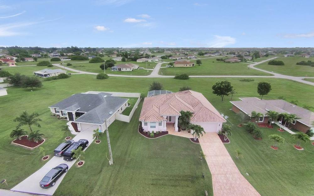 209 NW 29th Ave, Cape Coral - House For Sale 1688874420