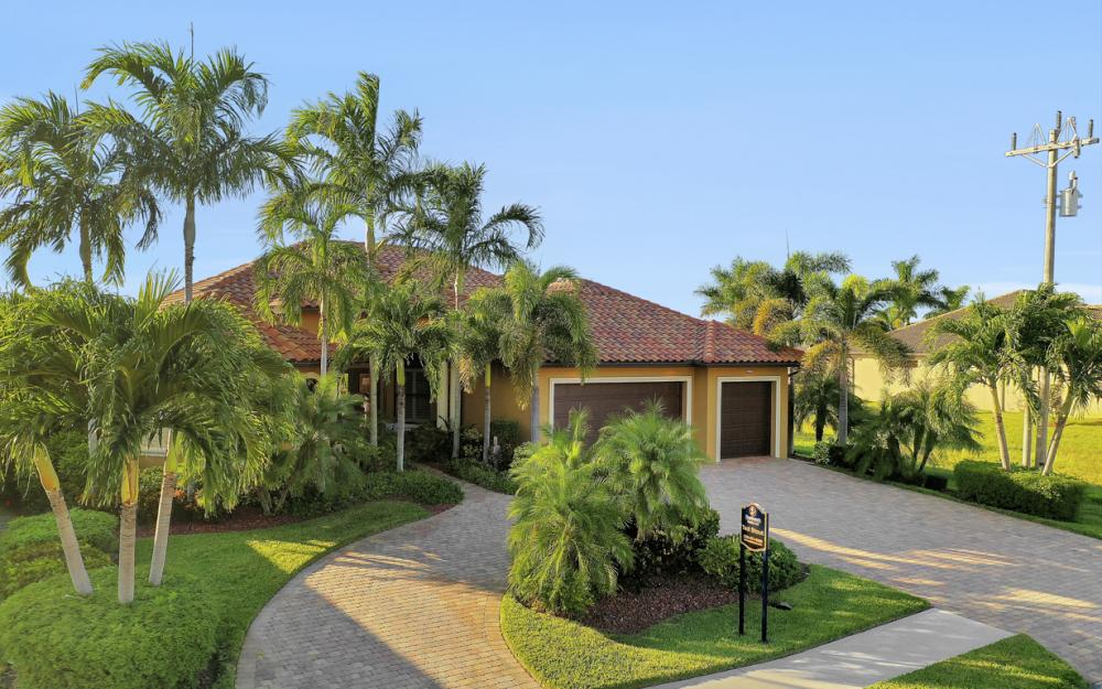 3232 Surfside Blvd, Cape Coral - Home For Sale 725270023