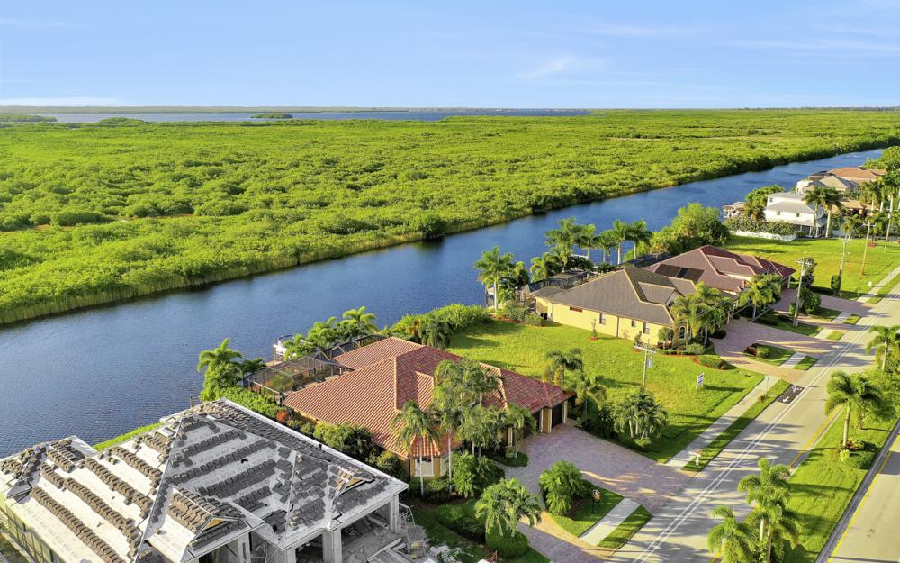 3232 Surfside Blvd, Cape Coral - Home For Sale 2056149824