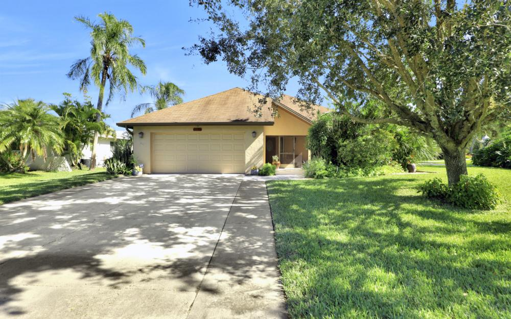 27193 Barefoot Ln, Bonita Springs - Home For Sale 40557155