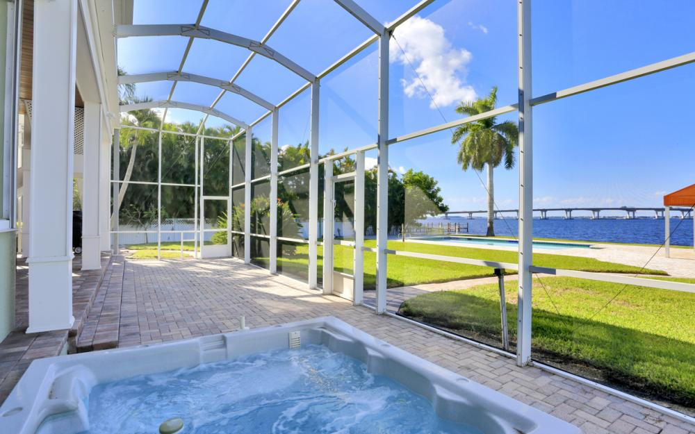 4105 W Riverside Dr, Fort Myers - Luxury Home For Sale 23284780