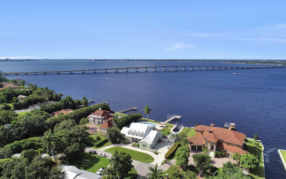4105 W Riverside Dr, Fort Myers - Luxury Home For Sale 1913175089