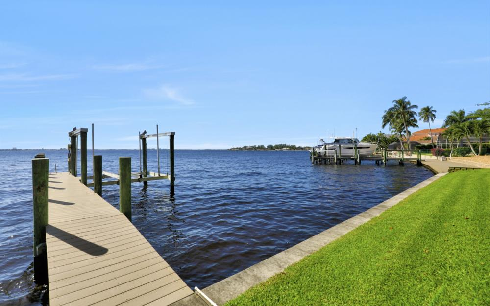 320 Bayshore Dr, Cape Coral - Vacation Rental 1138396
