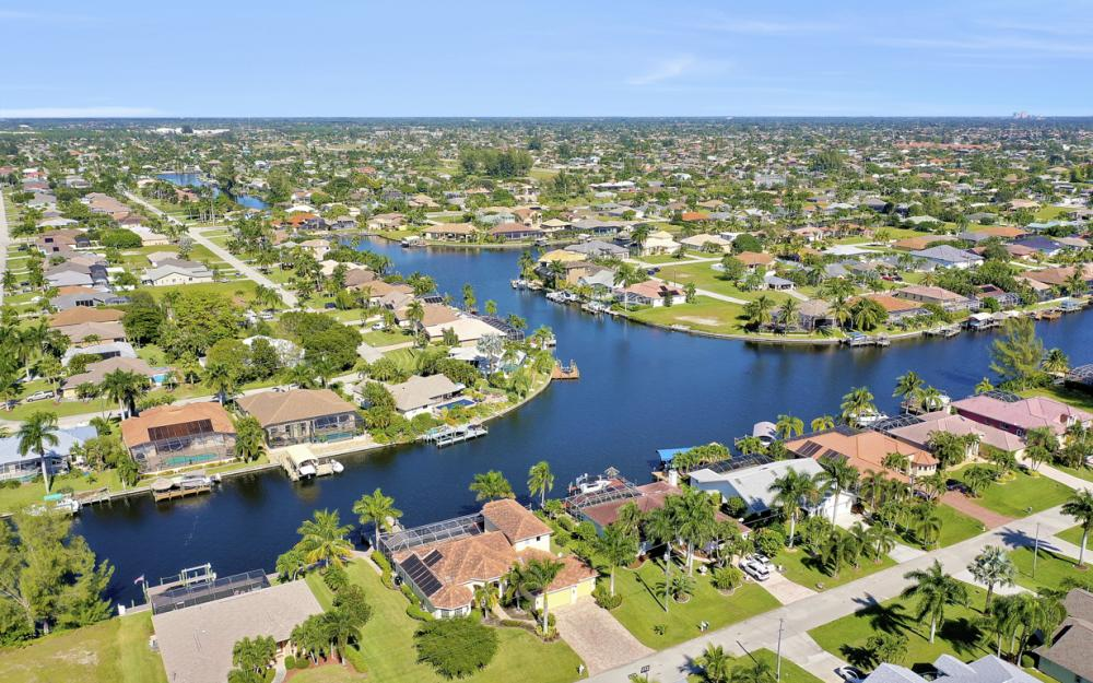 2305 SW 50th St, Cape Coral - Home For Sale 1056471532