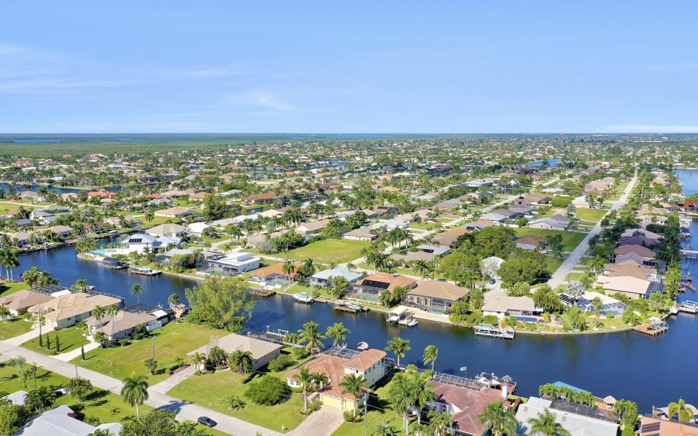 2305 SW 50th St, Cape Coral - Home For Sale 61409462