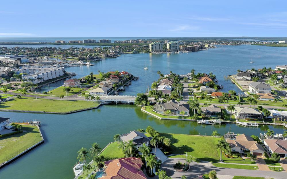 939 Juniper Ct, Marco Island - Vacation Rental 2046907355