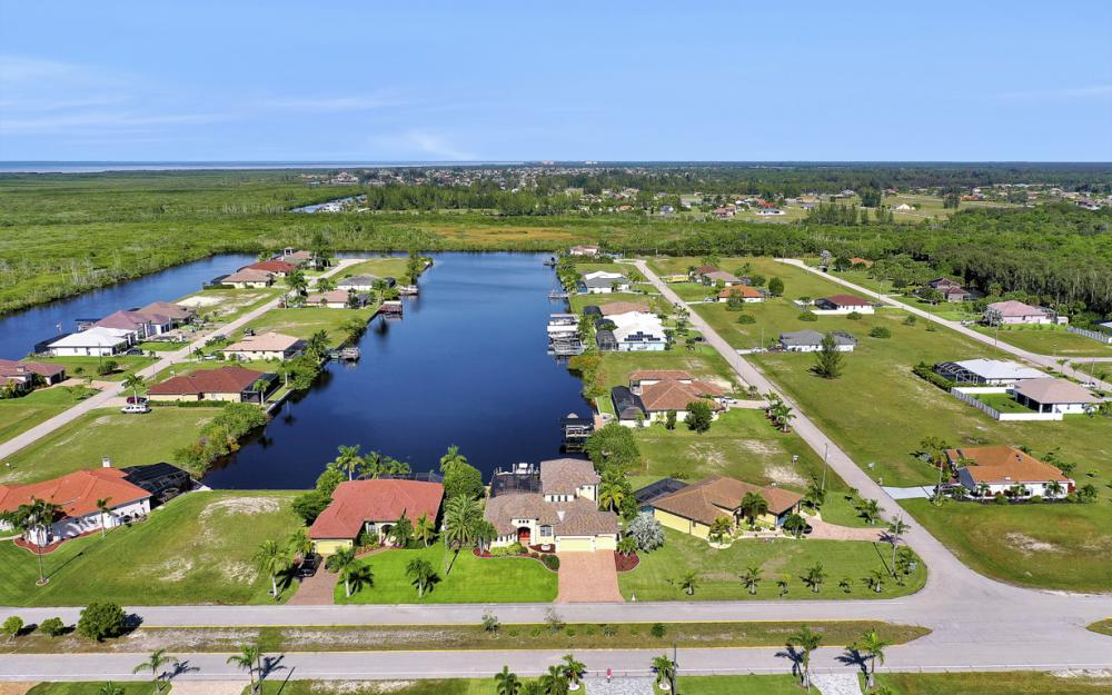 4307 Gulfstream Pkwy, Cape Coral - Home For Sale 58302110