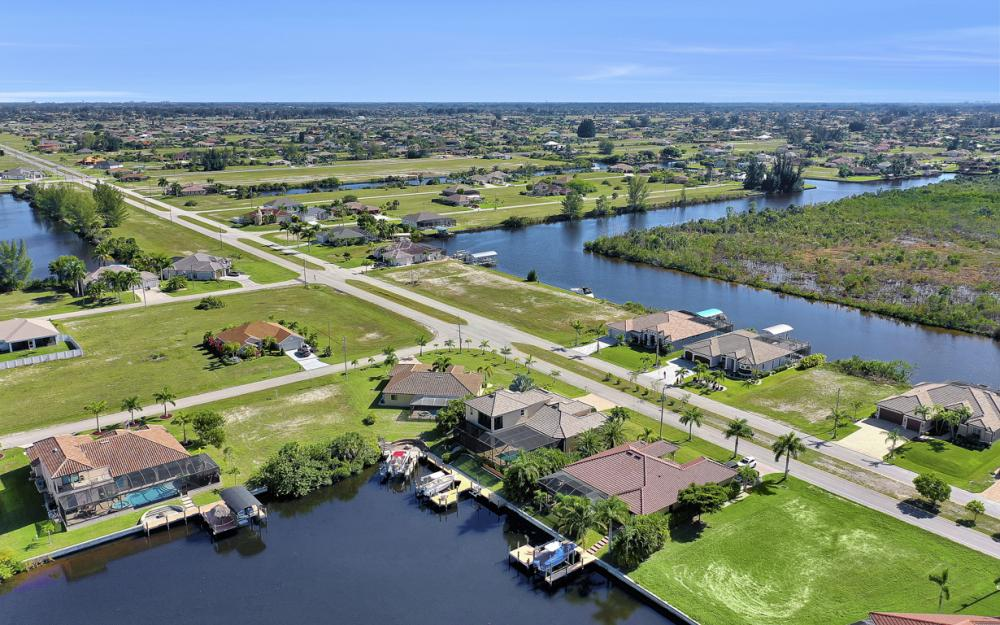 4307 Gulfstream Pkwy, Cape Coral - Home For Sale 2110600458