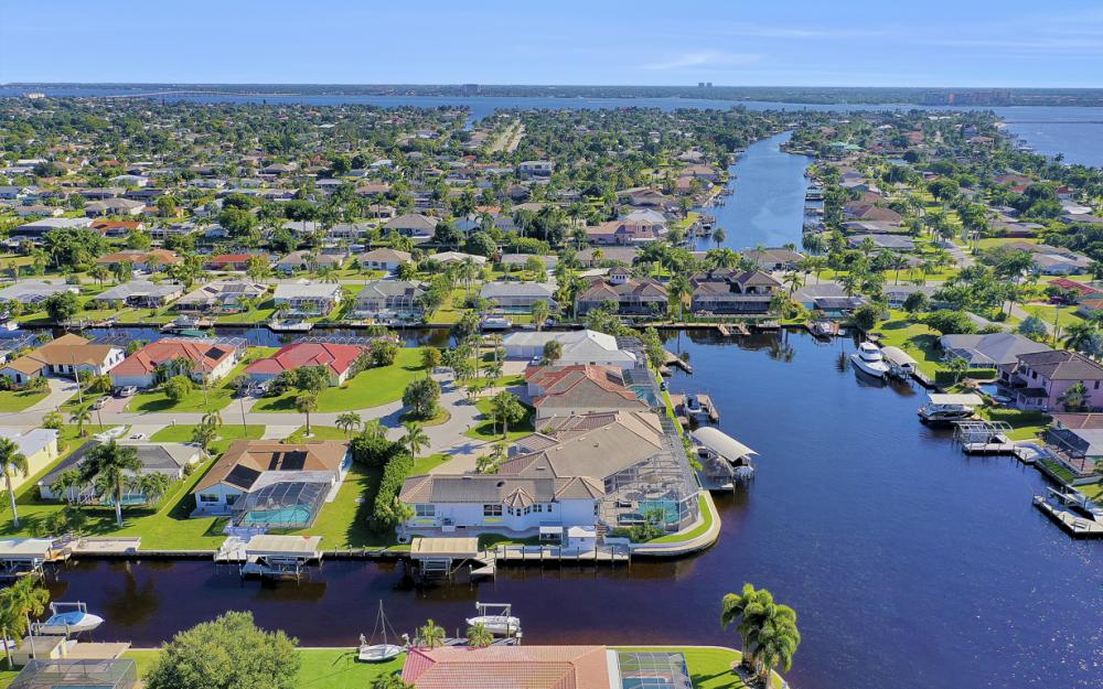 5366 Cortez Ct, Cape Coral - Luxury Home For Sale 1695915299