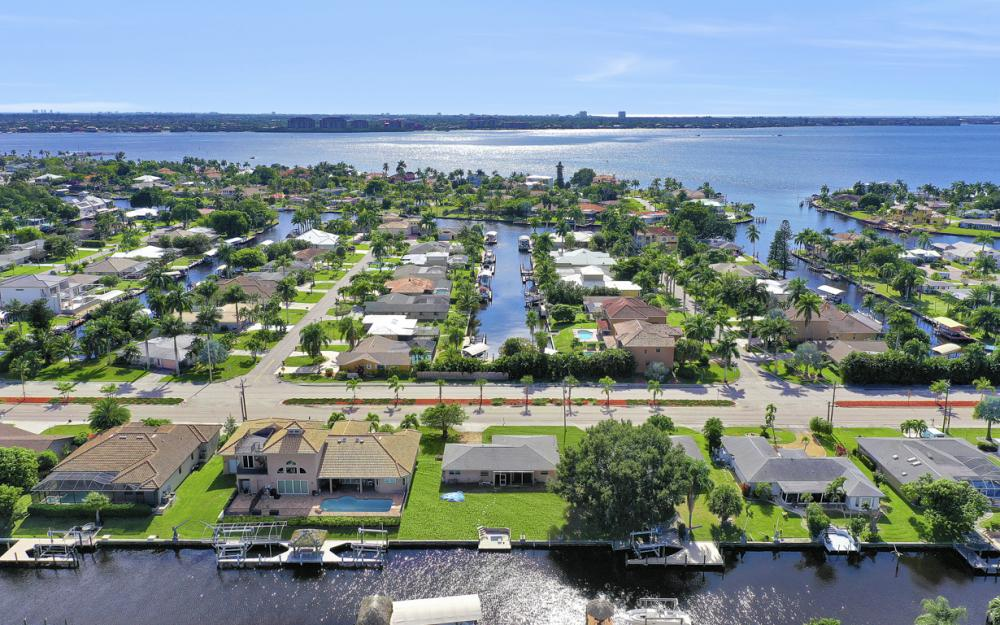 825 Lucerne Pkwy, Cape Coral - Condo For Sale 44209051
