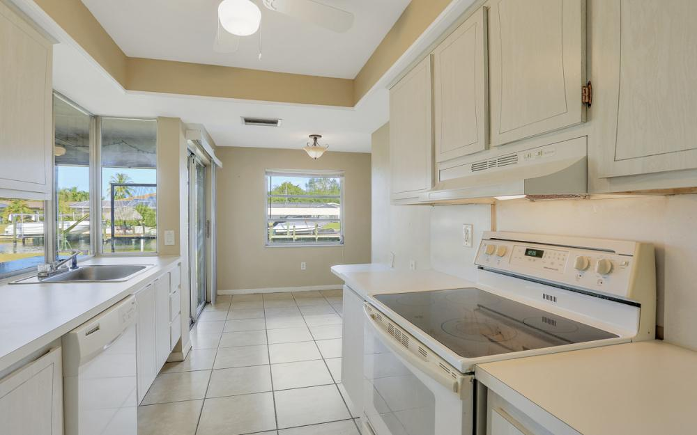 825 Lucerne Pkwy, Cape Coral - Condo For Sale 185758602