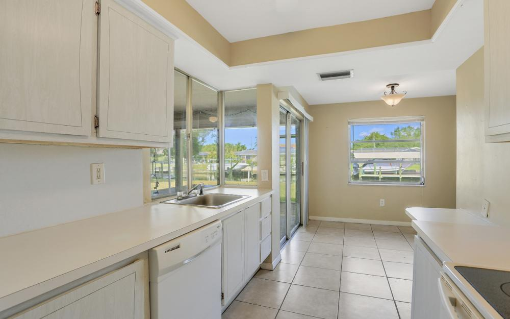 825 Lucerne Pkwy, Cape Coral - Condo For Sale 1033807968