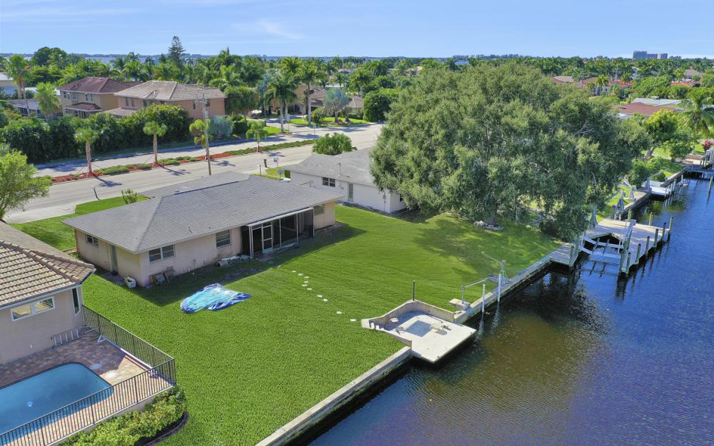 825 Lucerne Pkwy, Cape Coral - Condo For Sale 1741183549