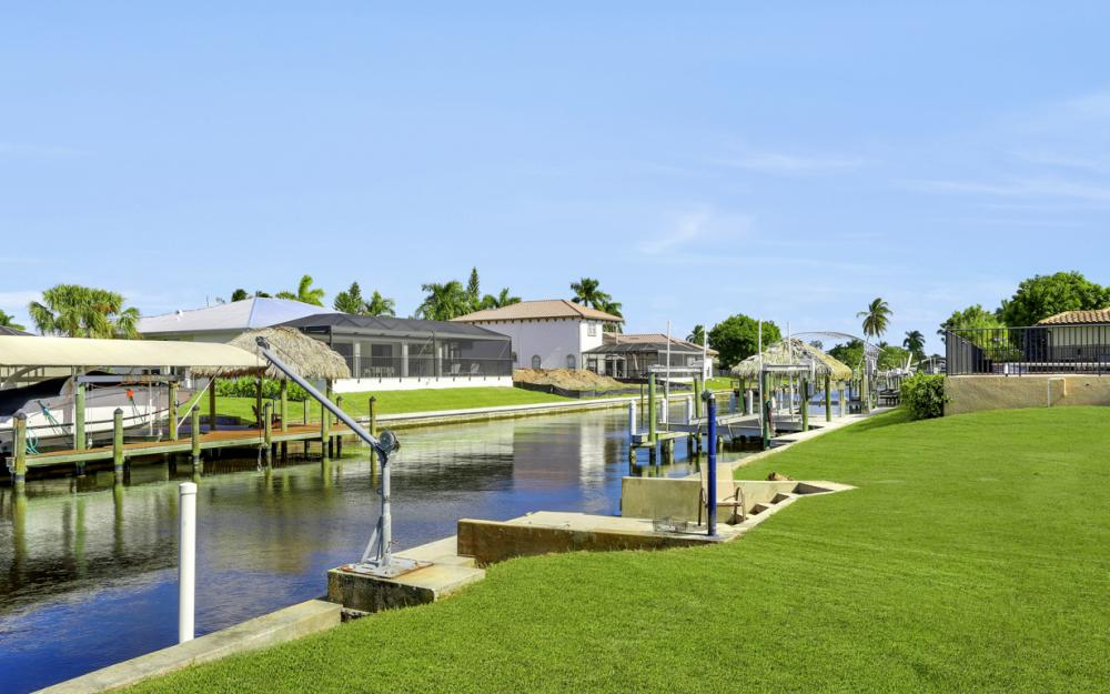 825 Lucerne Pkwy, Cape Coral - Condo For Sale 1158728951