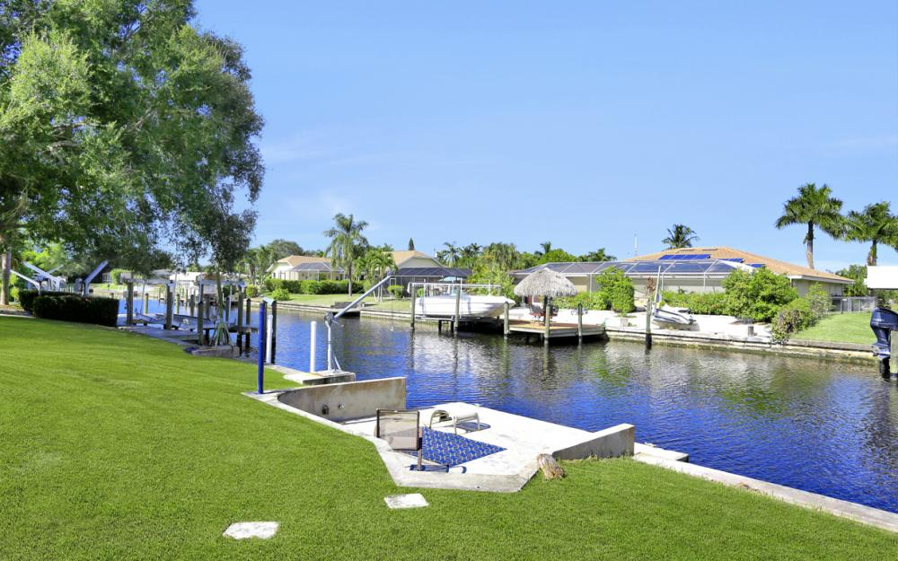 825 Lucerne Pkwy, Cape Coral - Condo For Sale 1989530455
