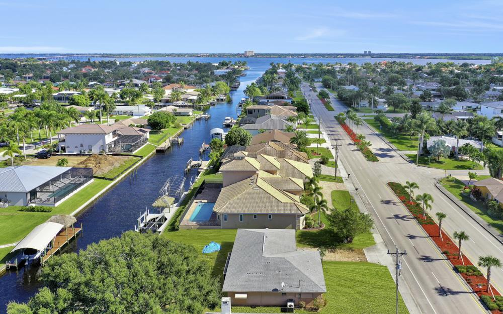 825 Lucerne Pkwy, Cape Coral - Condo For Sale 29459814