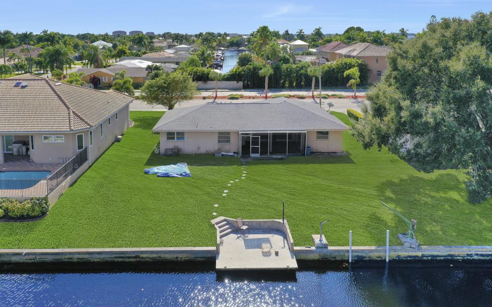 825 Lucerne Pkwy, Cape Coral - Condo For Sale 1786389962