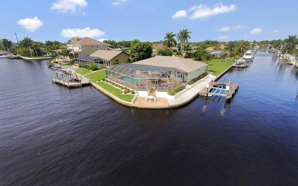 111 SW 54th Ter, Cape Coral - House For Sale 91451509