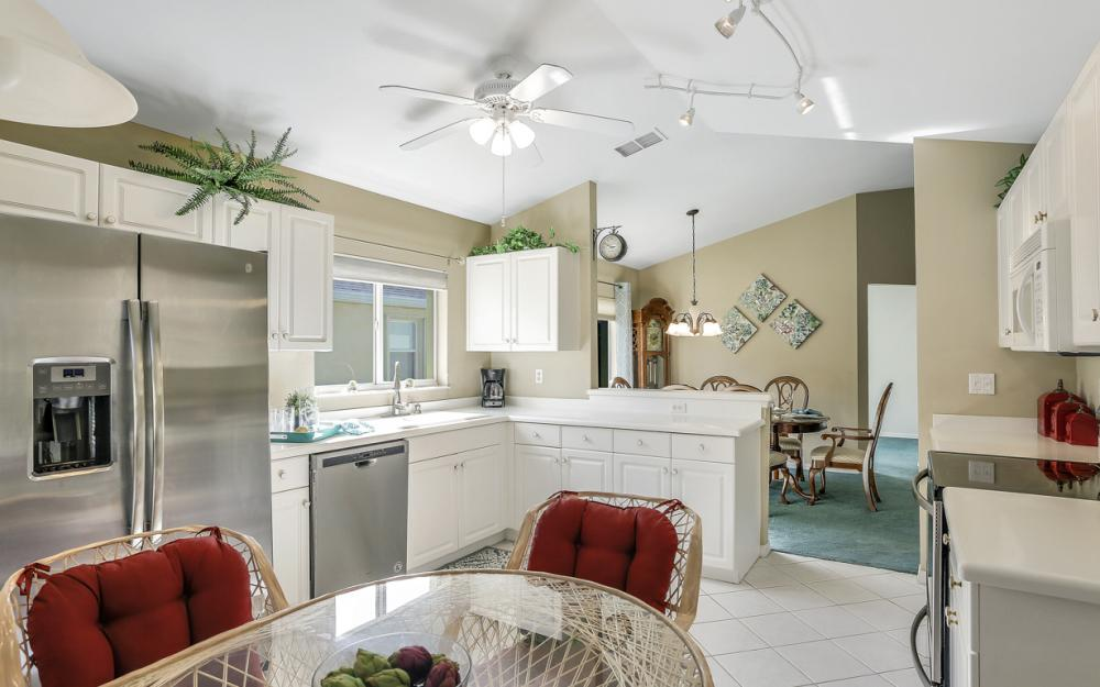 9261 Palm Island Cir, North Fort Myers - Home For Sale 255693545