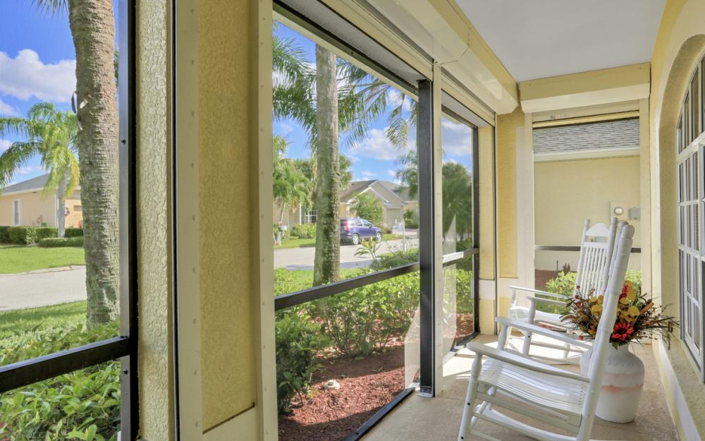 9261 Palm Island Cir, North Fort Myers - Home For Sale 934706981