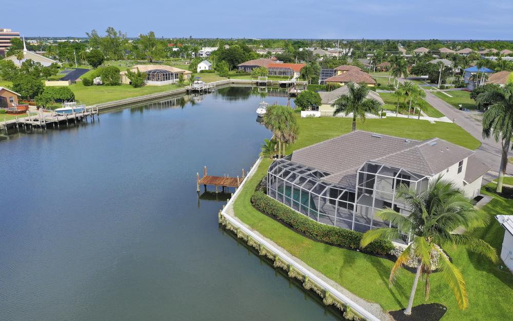948 Hunt Ct, Marco Island - Home For Sale 224533088