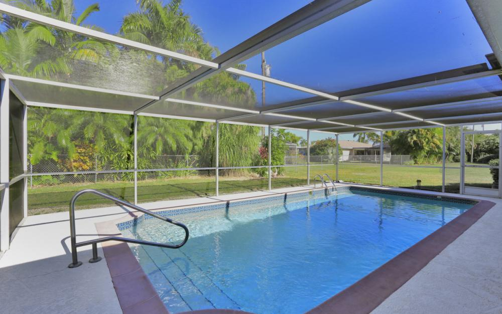 319 SE 34th St, Cape Coral - Home For Sale 1047846585